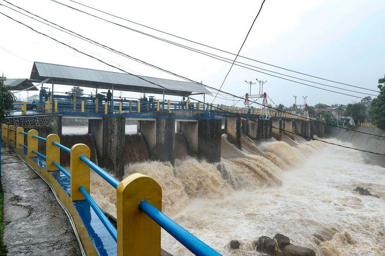 Hujan Deras Membuat Bendung Katulampa Berstatus Siaga 1, Waspada! Image
