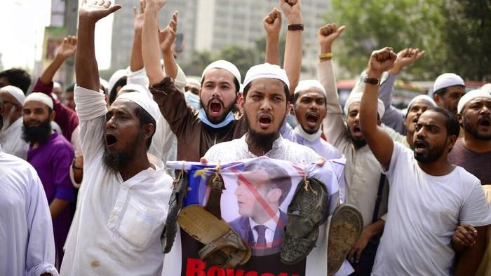 Umat Muslim di Pakistan hingga Palestina Demo Kecam Presiden Macron Image'