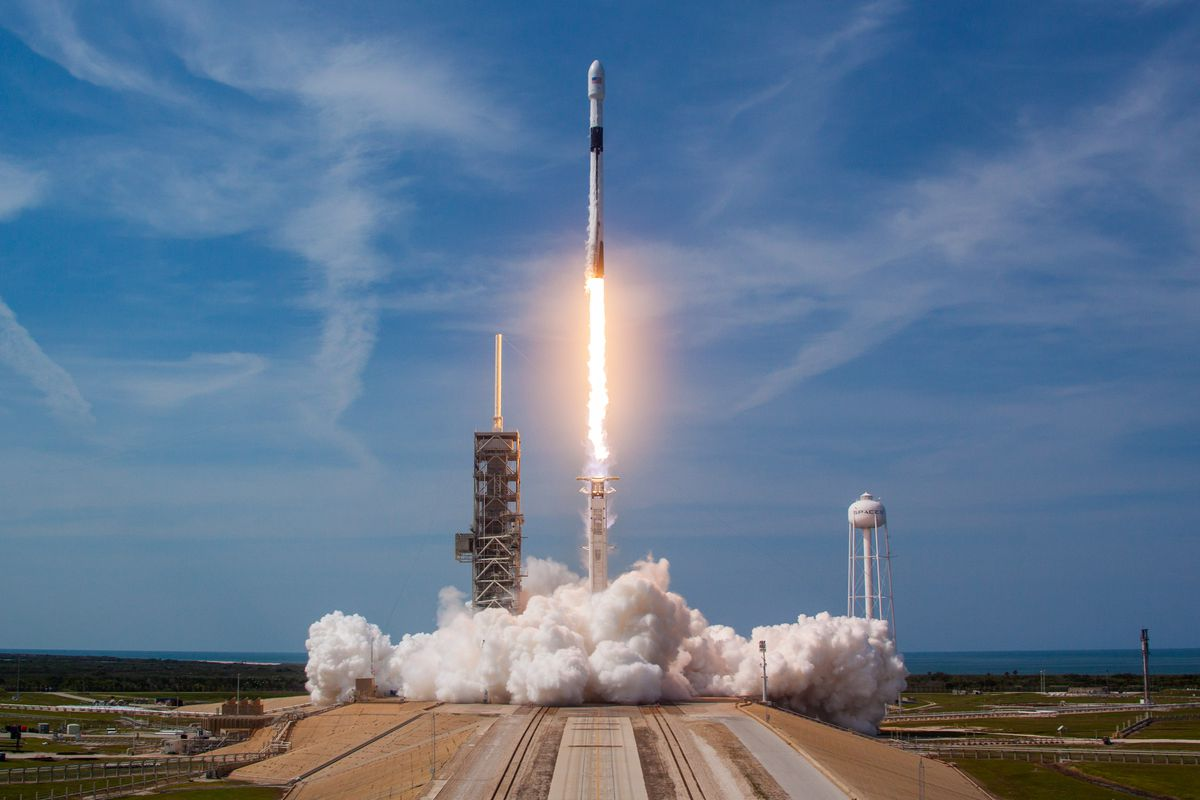 Falcon 9 In Flight Image'